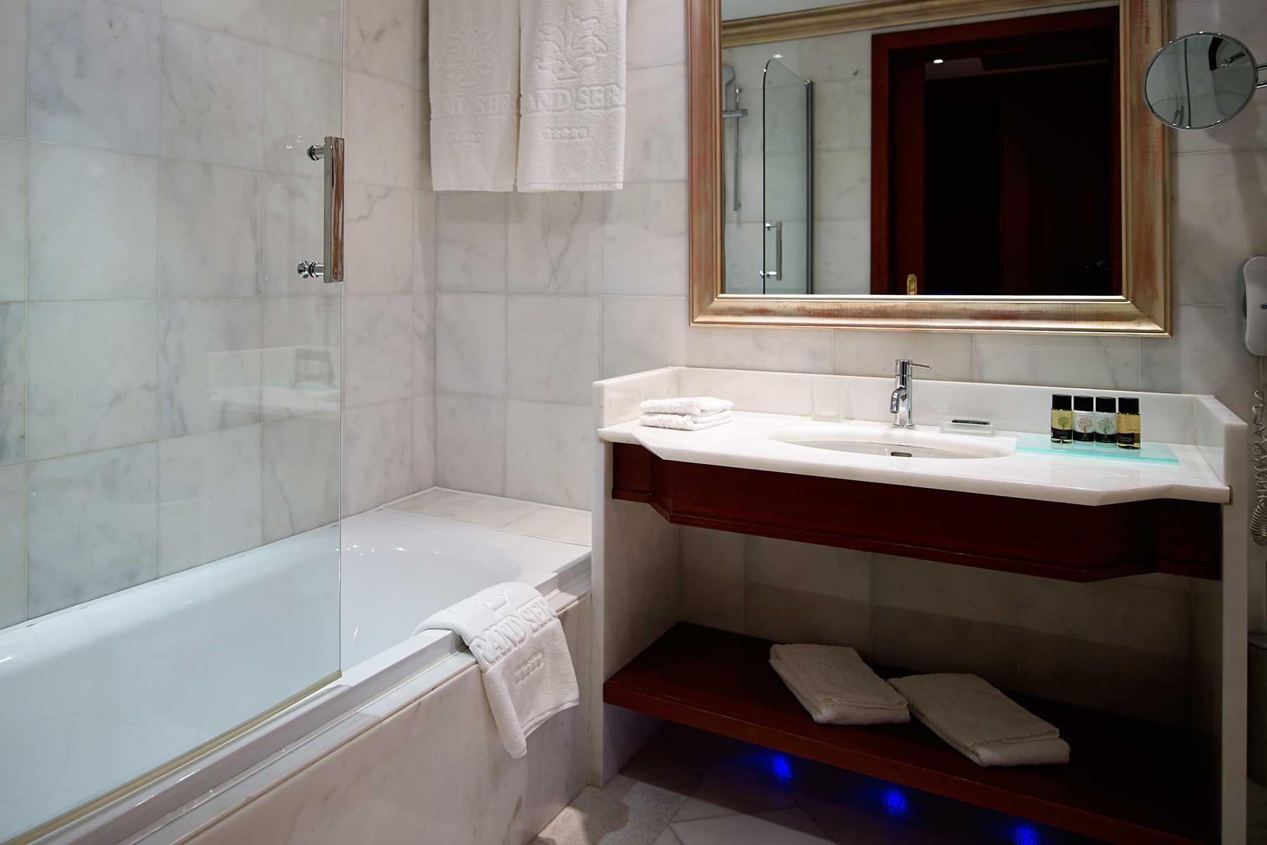 grand-serai-standart-double-room-ioannina-greece-7.jpg